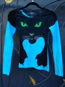 cat.shirt.blue