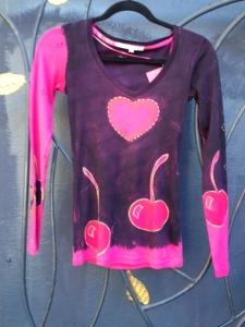 heart.n.cherries.pinkshirt
