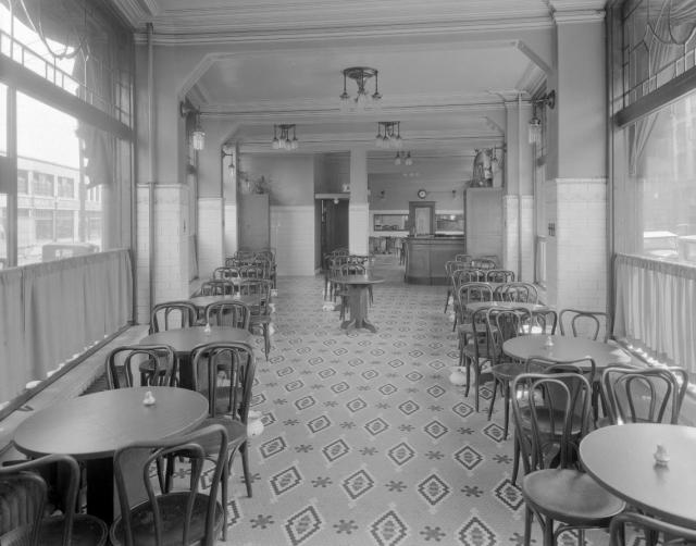 Hotel Europe Beer Parlour, 43 Powell Street, 1931. Photographer Stuart Thomson. Reference code AM1535-: CVA 99-3894