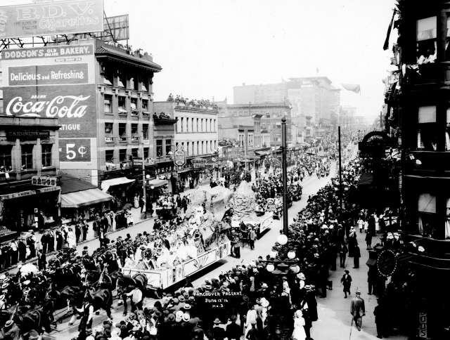 1914.Vancouver.pageant.Hastings.Street.atCarrall.looking.east