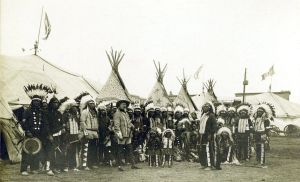 Buffalo.Bills.Wild.West.Show.1890.indians.with.headress.jpg