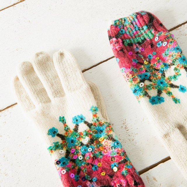 Desigual ELEY gloves. $49.95. Angel also has the matching scarf and hat.