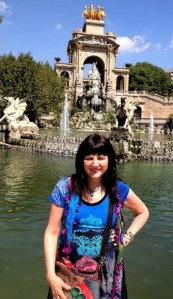 Barcelona.Day2.in.front.of.fountain.in.park2014