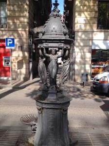 Barcelona.Day2.street.drinking.fountain2