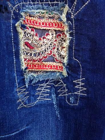 Left leg detail of Desigual DENIM BROKE DELUXE jeans. $175. Fall-Winter 2015.