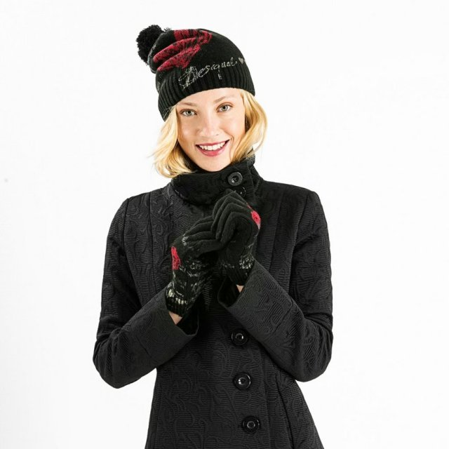 Model wearing HEART hat & gloves. Fall-Winter 2015