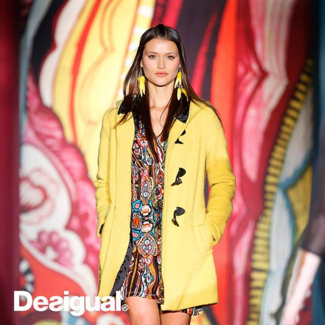 Desigual YELLOW EXPLOSION duffel coat on the runway. Fall-Winter 2015
