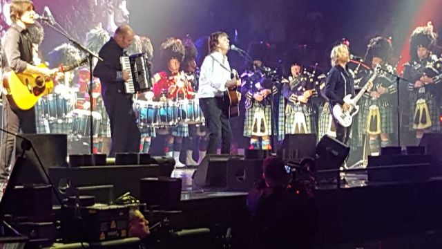 Delta.Police.Pipe.Band.and.Sir.Paul.McCartney.April20.2016