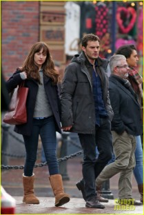 jamie-dornan-dakota-johnson-hold-hands-17