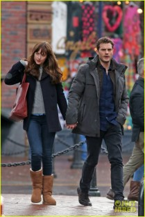 jamie-dornan-dakota-johnson-hold-hands-18