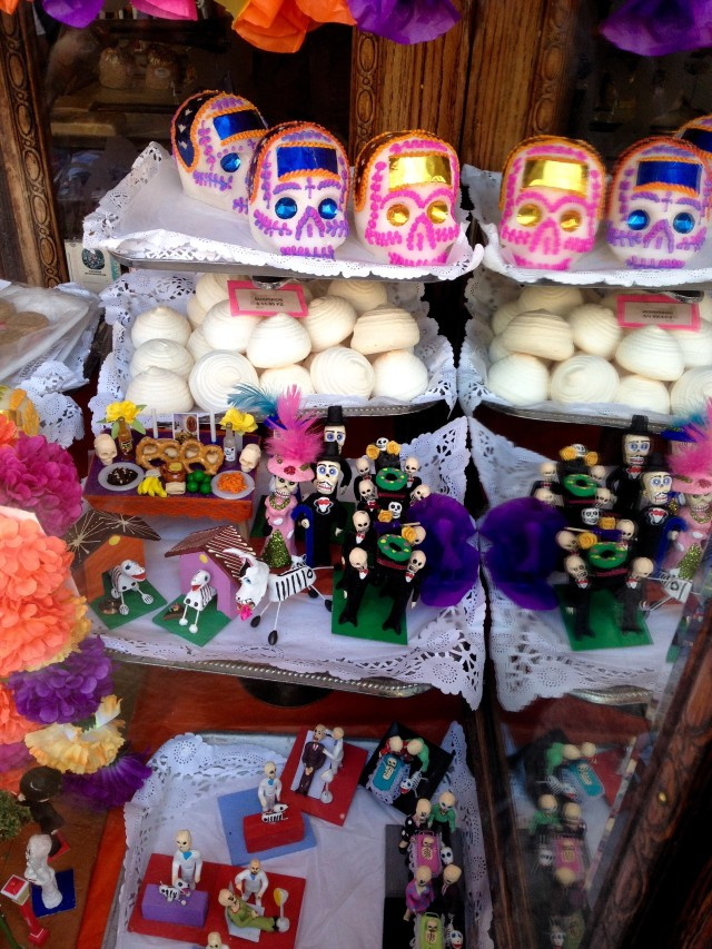 mexico-city-day-of-the-dead-bakery-shop-window
