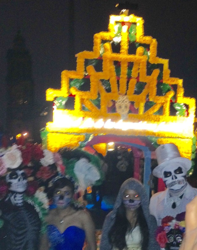 mexico-city-day-of-the-dead-shrine-with-people-in-costume