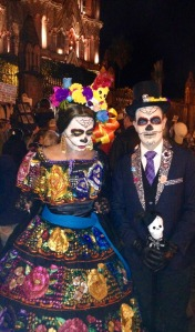 san-miguel-cathedral-dayofthedead-two-people-in-costume2