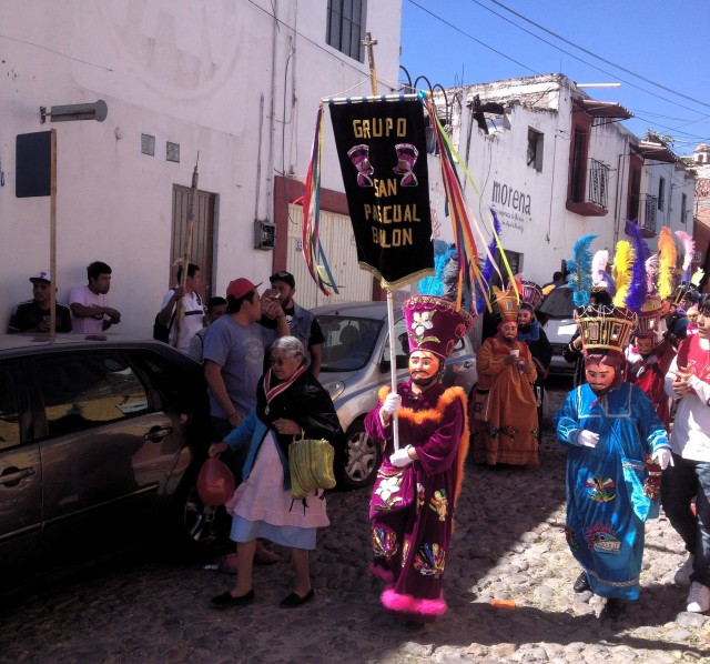 san-miguel-dayofthedead-parade-down-street-in-san-rafael-area