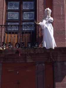 san-miguel-dayofthedead-skeleton-on-balcony